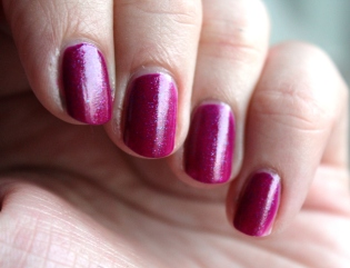 China_Glaze_Flying_Dragon_neon_pink_pailleté (2)