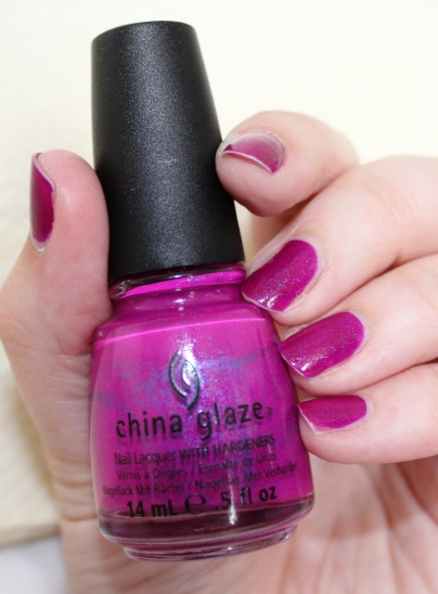 China_Glaze_Flying_Dragon_neon_pink_pailleté (8)