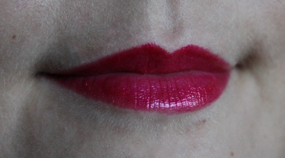 Urban_Decay_super_saturated_high_gloss_lip_color_adrenaline_fuchsia_paillettes (3)